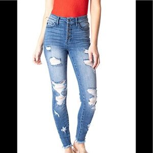 NWT KanCan distressed jeans 11/29